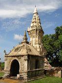 Um Stupa, o templo budista de tailandês