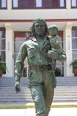 Che and child statue in Santa Clara, Cuba