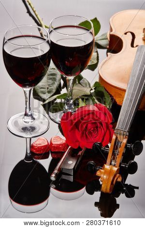 Violin fiddle red hearts two