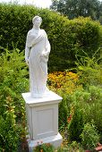 Tryon Palace gardens and statue