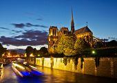 Notre-Dame in der Nacht