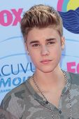Justin Bieber at the 2012 Teen Choice Awards Arrivals, Gibson Amphitheatre, Universal City, CA 07-22