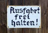 Old sign - Ausfahrt frei halten