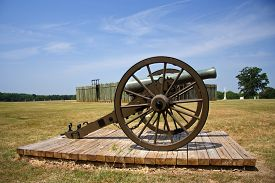 pic of stockade  - Artillery piece with prison stockade in background - JPG