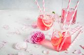 Постер, плакат: Light Rose Cocktail Rose Wine