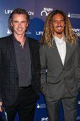 LOS ANGELES - 11 de NOV: Sam Trammell, Rob Machado chega 9 Annua a vida rola na Fundação