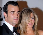 LOS ANGELES - NOV 15:  Justin Theroux, Jennifer Aniston arrives for the 26th American Cinematheque A