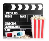 Film Filmklappe Popcorn und 3D Brille, isolated on white