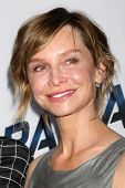 LOS ANGELES - 8 de AUG: Calista Flockhart chega a Premiere de Los Angeles