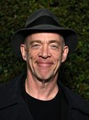 LOS ANGELES - DEC 15:  JK SIMMONS arrives to the