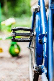 foto of pedal  - Pedal Old blue bike standing near the wall - JPG