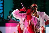 Rap oder Hip-Hop-Musiker auf der Bühne