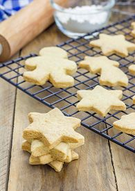 foto of shortbread  - Fresh baked homemade shortbread cookies on a cooling rack - JPG