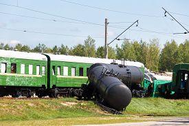 picture of passenger train  - Crash of trains - JPG