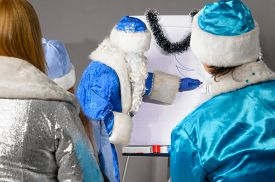 image of conduction  - santa claus is conducting a business training - JPG