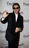New York 6. Dezember: Regisseur und Produzent Chris Columbus beachtet das Gesicht des Tisch-Gala in der Freder