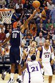 PHOENIX, AZ - NOVEMBER 5: Phoenix Suns point forward Darrel Arthur (00) stretches for the ball again