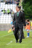 Kaposvar, Ungarn 27. April: Laszlo Prukner (Ferencvaros Trainer) in Aktion auf ungarischer nationaler