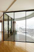 precioso apartamento, ventana interior, grande