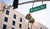 Signo de Rodeo Drive