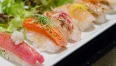 Aburi Nigiri Sushi comida japonesa