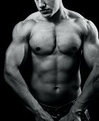 foto of six pack  - Black and white portrait of big muscular man with powerful body - JPG