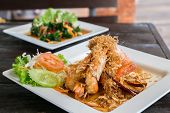 picture of tamarind  - Deep fried shrimp platter with tamarind sauce - JPG