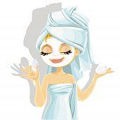 Linda chica con una máscara de cosmética en el rostro, aislado sobre fondo blanco