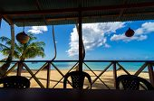 Playa y vista de restaurante