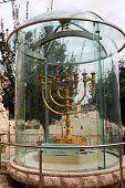 Menorah de oro en Jerusalén