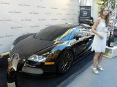 Custom Rides 1500hp Bugatti Veyron with model girl and - Montreal Formula 1 - weekend 2013