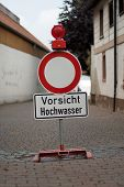 German sign that says caution flood