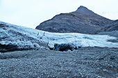Entrance to Icelandic ice cave