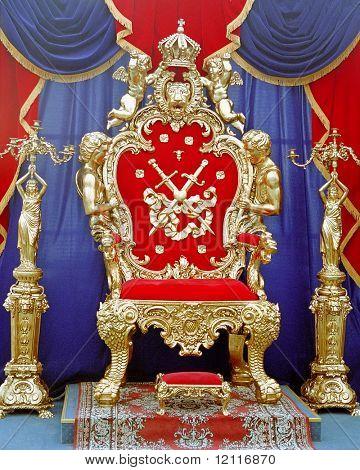Трон для царя своими руками
