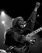 NUEVA YORK - 17 de APR: HR Frontman de Bad Brains realiza en Irving Plaza en 17 de abril de 2012 en Nueva York