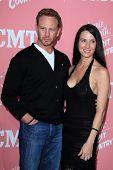Los Angeles-Apr 19: Ian Ziering, Erin Kristine Ludwig kommt zu Jennie garth's 40. Geburtstag ce