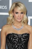 LOS ANGELES - 10 de FEB: Carrie Underwood llega en la 55ª entrega anual del Grammy en el Staples Cent