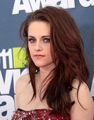 LOS ANGELES - JUN 05:  KRISTEN STEWART arriving to MTV Movie Awards 2011  on June 05, 2011 in Hollyw