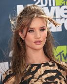 LOS ANGELES - JUN 05:  ROSIE HUNTINGTON-WHITELEY arriving to MTV Movie Awards 2011  on June 05, 2011