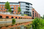 picture of jericho  - Residential building on the Oxford Canal - JPG