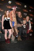 LOS ANGELES - OCT 10:  Natalie Alyn Lind, Barbara Alyn Woods, Alyvia Lind, Emily Alyn Lind at the 8t