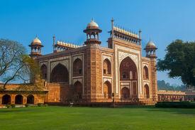 pic of mumtaj  - Entrance to taj mahal in Agra India - JPG
