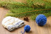 picture of knitted cap  - ball of threads knitting cap pine - JPG