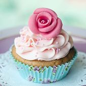picture of sugarpaste  - Single rose cupcake - JPG