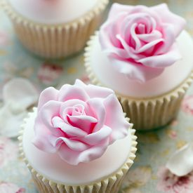 pic of sugarpaste  - Rose cupcakes for a wedding - JPG