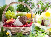 picture of fruit-juice  - Picnic basket with fruits - JPG