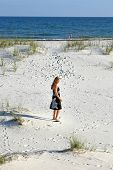 Frau Spaziergang am Strand
