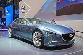 Genebra - 8 de março: Visualização de conceito o Mazda na 81a International Motor Show Palexpo-Genebra em M