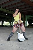 Grunge/Punk Rocker Girl con guitarra (6)