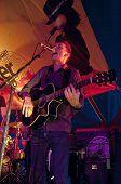Ben Daughtry aus Exeter basierte Band N.U.M.B. die live in der Welt Big Top